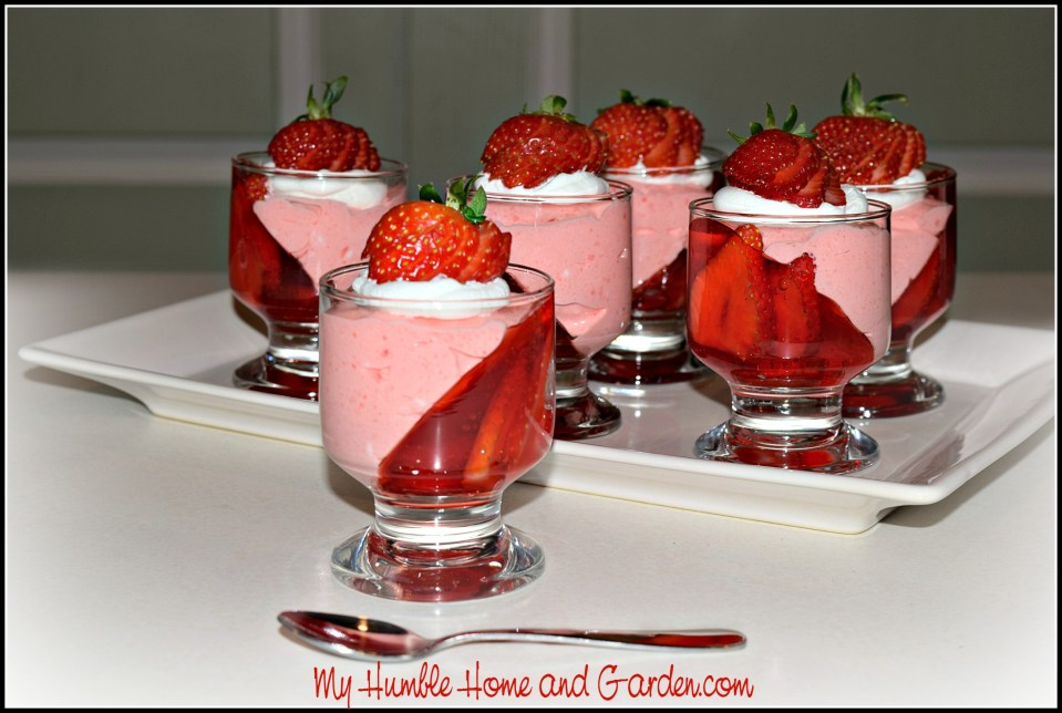 Super Easy To Make Strawberry JELL-O Parfait Mini Desserts
