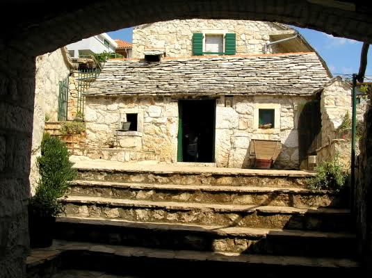 Dalmatinski podrum ili ćemer i korišteni alati