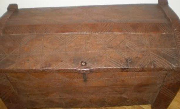 Izrada i ukrašavanje starih tradicionalnih škrinja