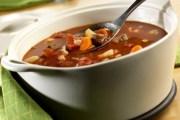 Ukusna goveđa juha s povrćem po tradicionalnom receptu
