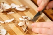 Tradicionalna juha od svježih gljiva po baknu receptu