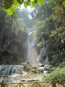 laos-luang-prabang-waterfall