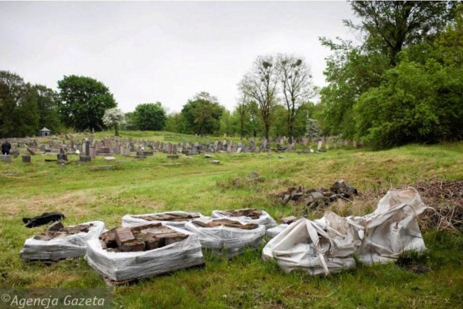 Matzavot resting in Bialystok Jewish cemetery in bags