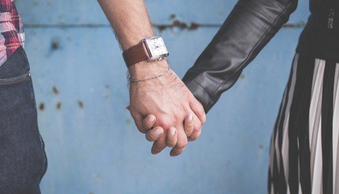Para utrzymuje ręce