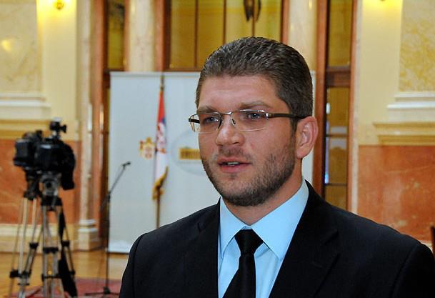 Emir elfić, narodni poslanik