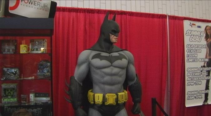 DCC_BatmanStatue