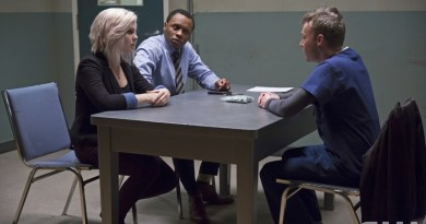 "iZombie -- ""Astroburger"" -- Image Number: ZMB111B_0162 -- Pictured (L-R): Rose McIver as Olivia ""Liv"" Moore and Malcolm Goodwin as Clive Babineaux -- Photo: Katie Yu /The CW -- © 2015 The CW Network, LLC. All rights reserved."
