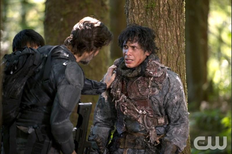 Henry Ian Cusick as Kane and Bob Morley as Bellamy (Diyah Pera/The CW)