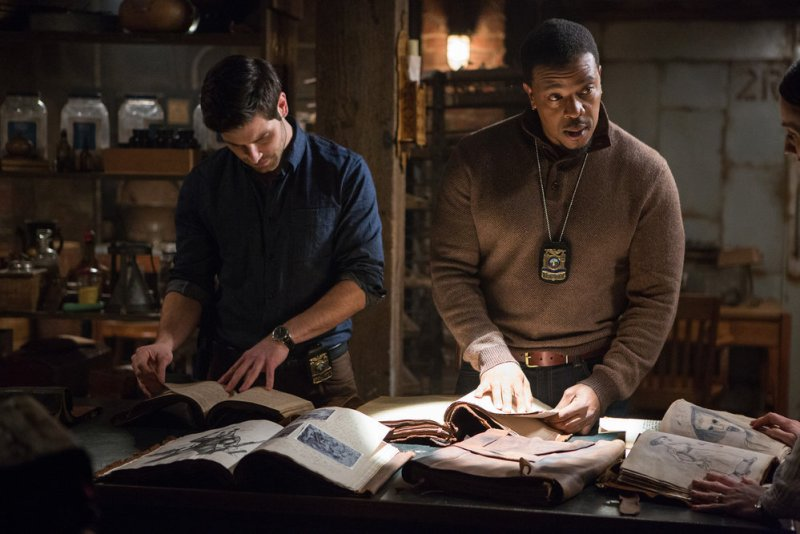 """GRIMM -- """"Skin Deep"""" Episode 515 -- Pictured: (l-r) David Giuntoli as Nick Burkhardt, Russell Hornsby as Hank Griffin -- (Photo by: Scott Green/NBC)"""