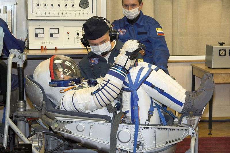 Peggy Whitson wearing an inflated Sokol-KV2 spacesuit. [Photo courtesy NASA/Wikimedia Commons]