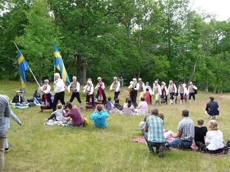 Midsommar la gran fiesta de Escandinavia Svea y Pablo