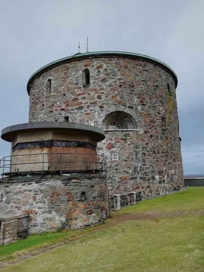 Svea y Pablo - Torre principal de la fortaleza de Carlsten