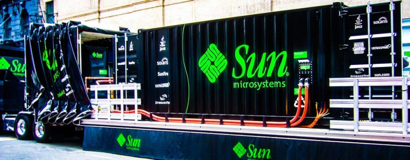 phrenologist-sun-microsystems-data-centre-shipping-container-disaster-recovery-portable-computing-power-mobile-truck-full-photo_edited
