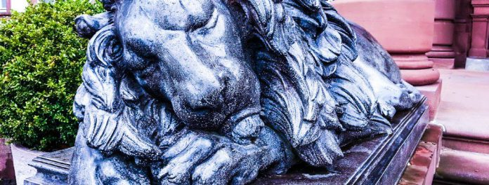 Hanau-Sleeping-Lion-Statue-Castle-crop
