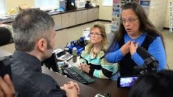 Kim Davis stands ground,