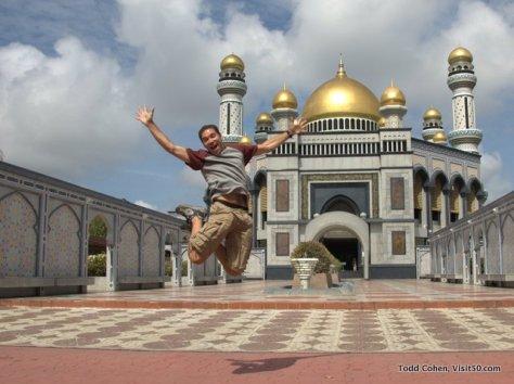 Brunei's Jame Asr Hassanal Bolkiah Mosque (29 golden domes!)