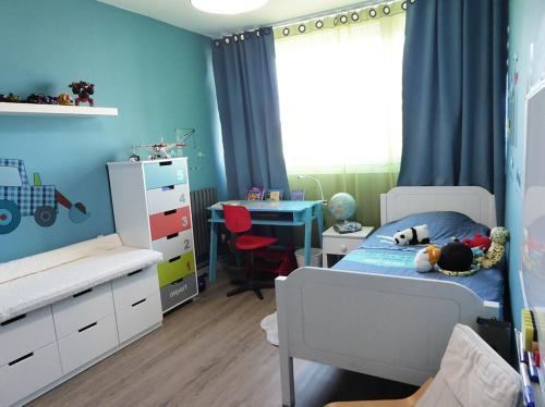 Rénovation et transformation d'une chambre pour fille à une chambre pour garçon à Chelles