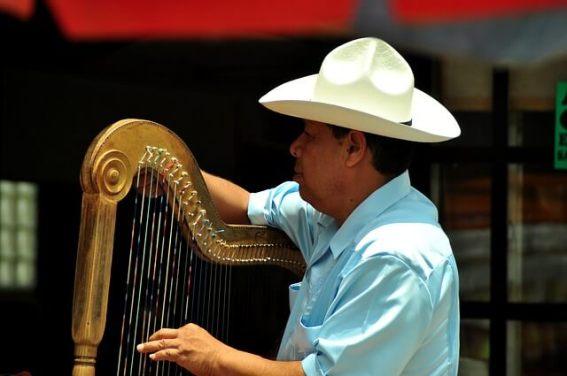 Musik und Tanz auf den Straßen