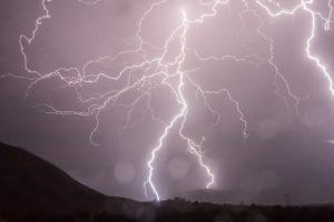 雷,危ない場所,危険な場所,高いところ,避難