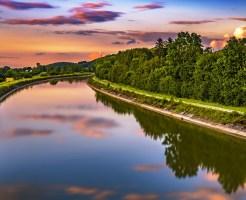 川とサンセットの写真