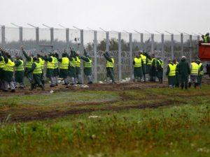 immigrazione_3_800militariungheresiaffiancanolapolizianellacostr