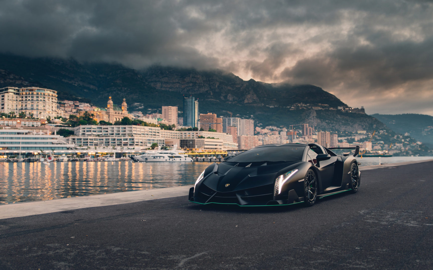 2015-Lamborghini-Veneno-Roadster-_0