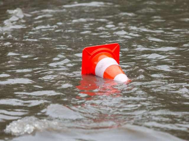 Калифорния под водой эвакуируют около 14 тысяч жителей