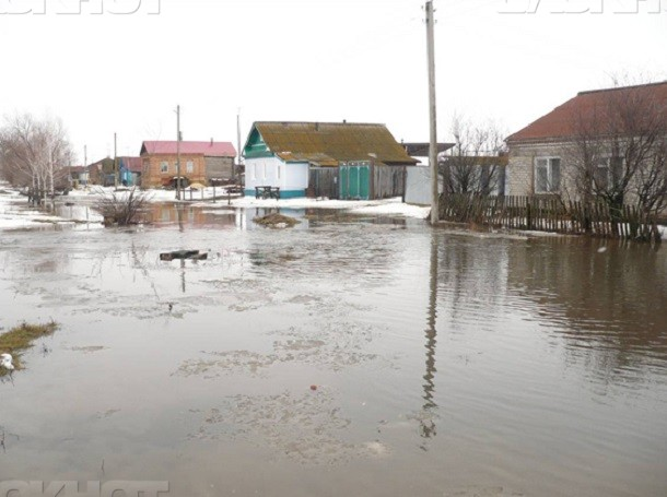 Детей и взрослых из затопленных подворий Ростовской области срочно эвакуировали