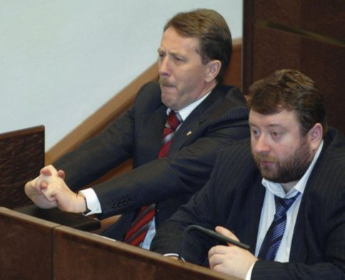 Экс-сенатор Попельнюхов осужден зааферу наавтоматах Калашникова