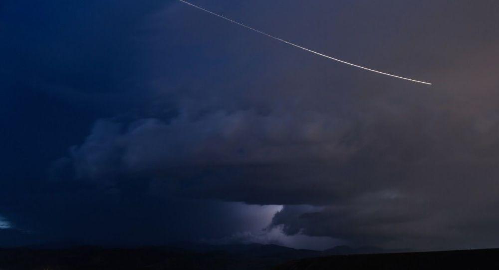 Конец близок: Метеор освещает небо Турции среди бушующих лесных пожаров, вызывая страх Судного дня