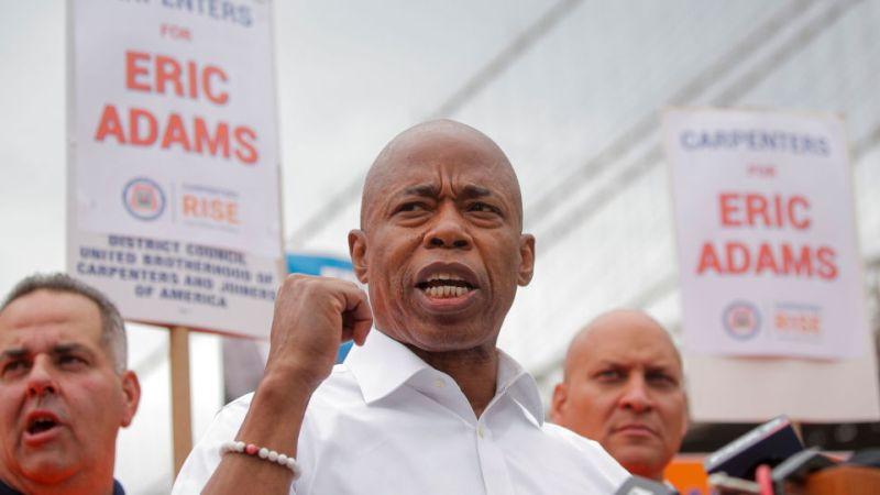 Кандидат в мэры Нью-Йорка Эрик Адамс заявил, что волонтер группы кампании зарезан в Бронксе