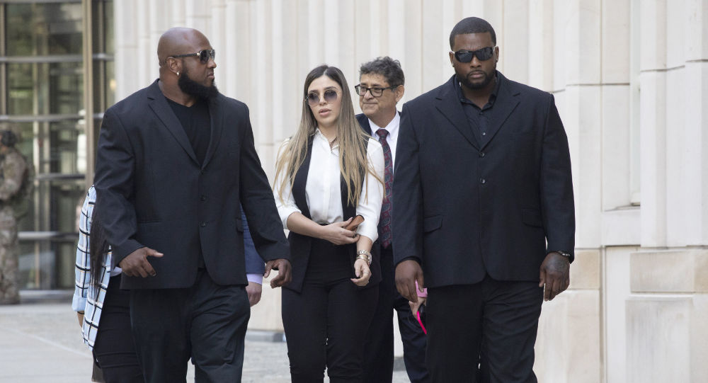 Жена Эль Чапо признала себя виновной в помощи своему мужу в ведении наркобизнеса и побег из тюрьмы — отчет