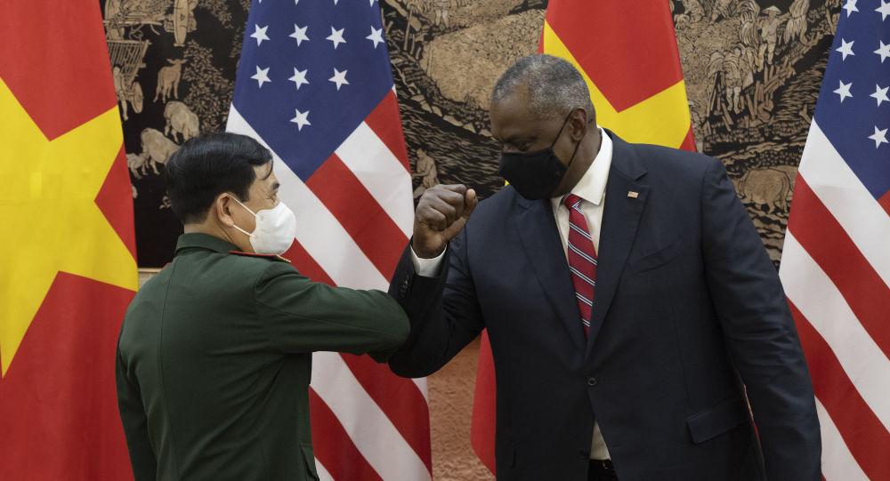 Глава Пентагона посетил Ханой и Манилу, чтобы укрепить оборонные отношения в условиях усиления антикитайского давления