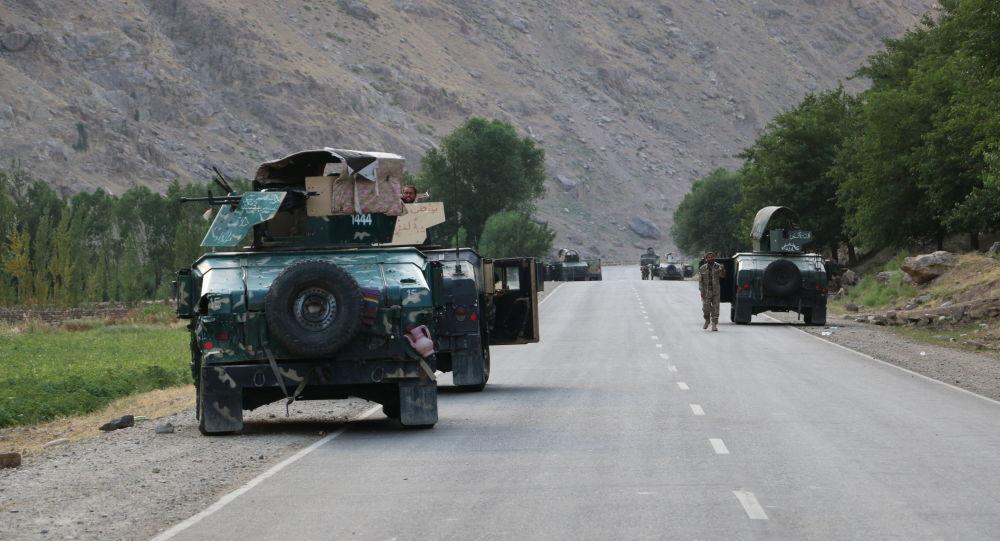 Три индийских инженера доставлены самолетом из контролируемого боевиками района Афганистана