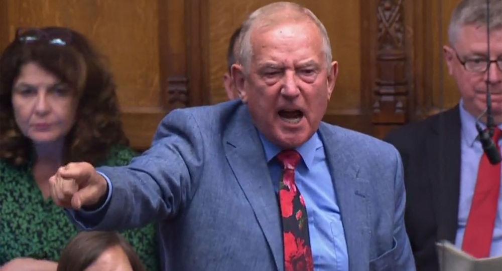 Депутат от лейбористской партии вызвал возмущение после того, как предложил Борису Джонсону поехать в Кабул после захвата власти талибами