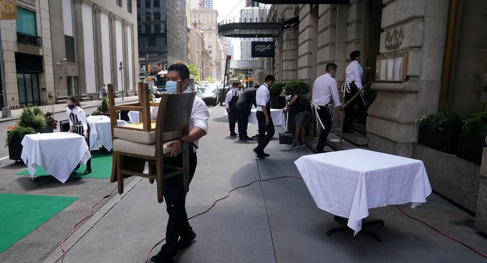 Губернатор Нью-Йорка предлагает частному бизнесу допускать только клиентов, вакцинированных от коронавируса