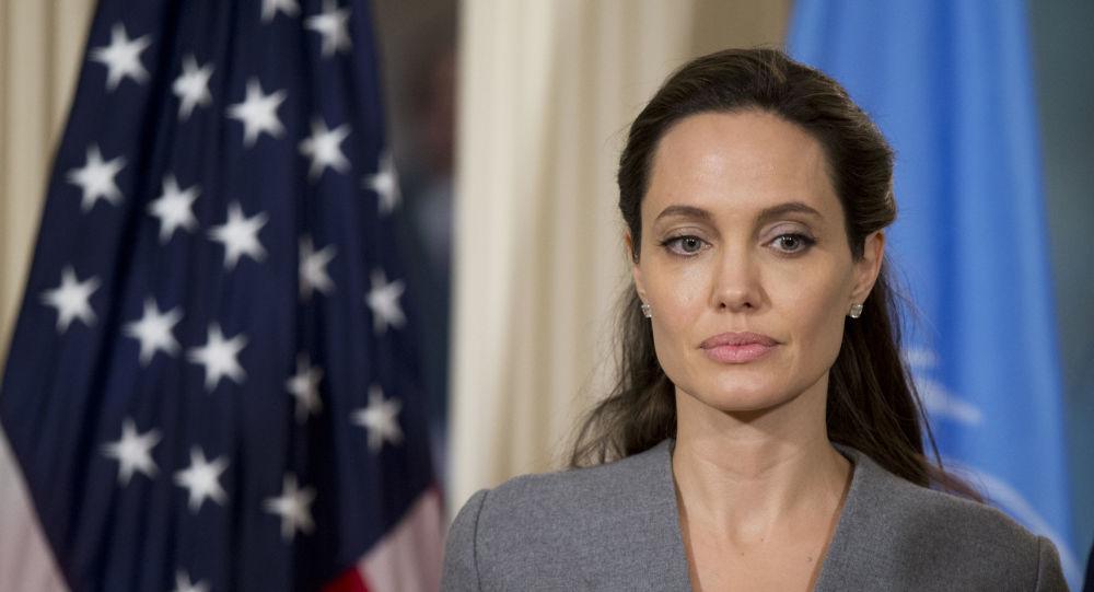 'Предательство и неудача': Анджелина Джоли дебютирует в Instagram, осуждая беспредел в Афганистане