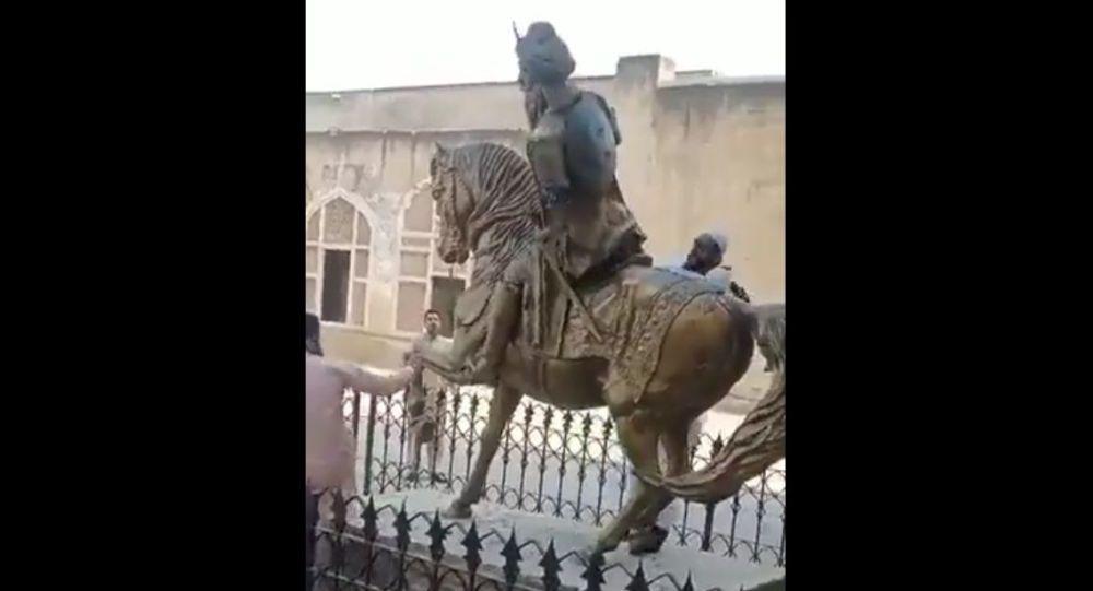 Статуя первого махараджи сикхской империи разрушена в Пакистане, индейцы возмущены