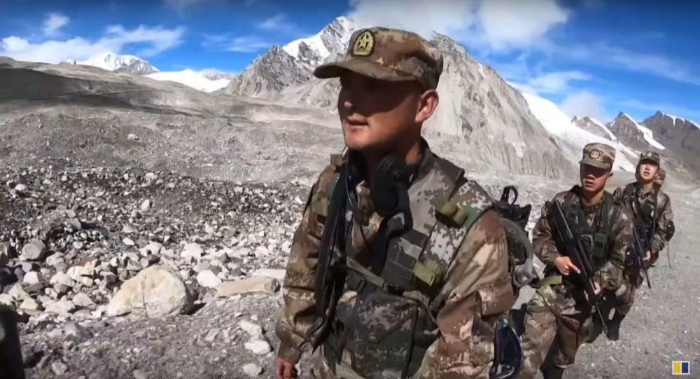 Тысячи солдат НОАК проводят учения с боевой стрельбой в Тибетском регионе, граничащем с Индией