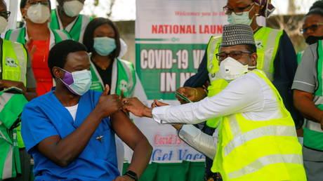Африка «осталась позади», так как менее 3,5% вакцинированных против Covid-19, сказал глава ВОЗ