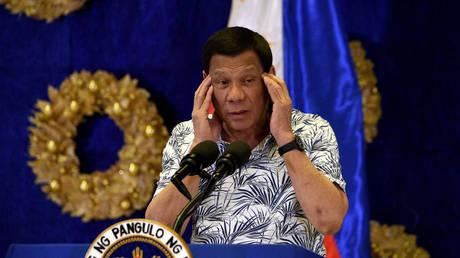 Филиппинский Дутерте приказывает чиновникам получить его согласие перед посещением сенатских заседаний, обвиняется в попытке предотвратить проверку