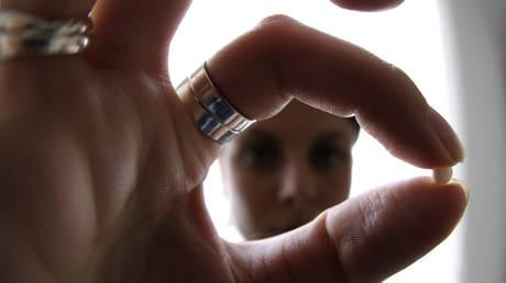 Франция расширяет программу поддержки противозачаточных средств, предлагая бесплатные противозачаточные средства женщинам до 25 лет