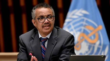 Глава ВОЗ призывает приостановить введение бустеров вакцин во всем мире до 2022 года, чтобы позволить «каждой стране» сделать прививки 40% населения — RT World News
