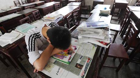 Китай вводит жесткие меры против частного обучения, запрещая онлайн-обучение и занятия в определенных местах