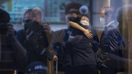 Китай заявил, что США « полностью сфабриковали » обвинения против финансового директора Huawei, задержанного в Канаде в течение многих лет