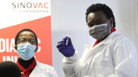 Китайское предприятие по производству вакцины Sinovac Eying в Южной Африке, сообщил местный партнер