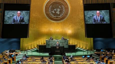 Лавров поджаривает идею Байдена о «саммите демократии», который «делит мир на нас и на них»