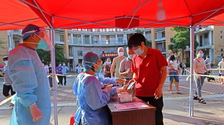 Заболеваемость Covid-19 в Китае резко возросла в преддверии национальных праздников, некоторые инфекции — дельта-дельта, лишающая вакцины