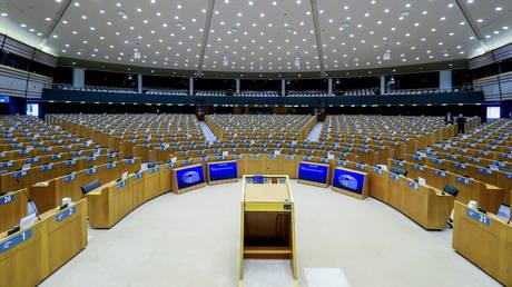 Европарламент потребует от законодателей и сотрудников предъявить действительный пропуск Covid перед входом