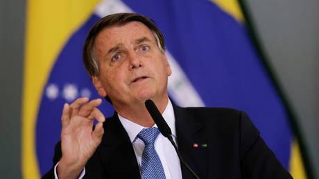 Facebook и YouTube снова подвергли цензуре президента Бразилии Жаира Болсонару за то, что он ложно связывает уколы Covid со СПИДом
